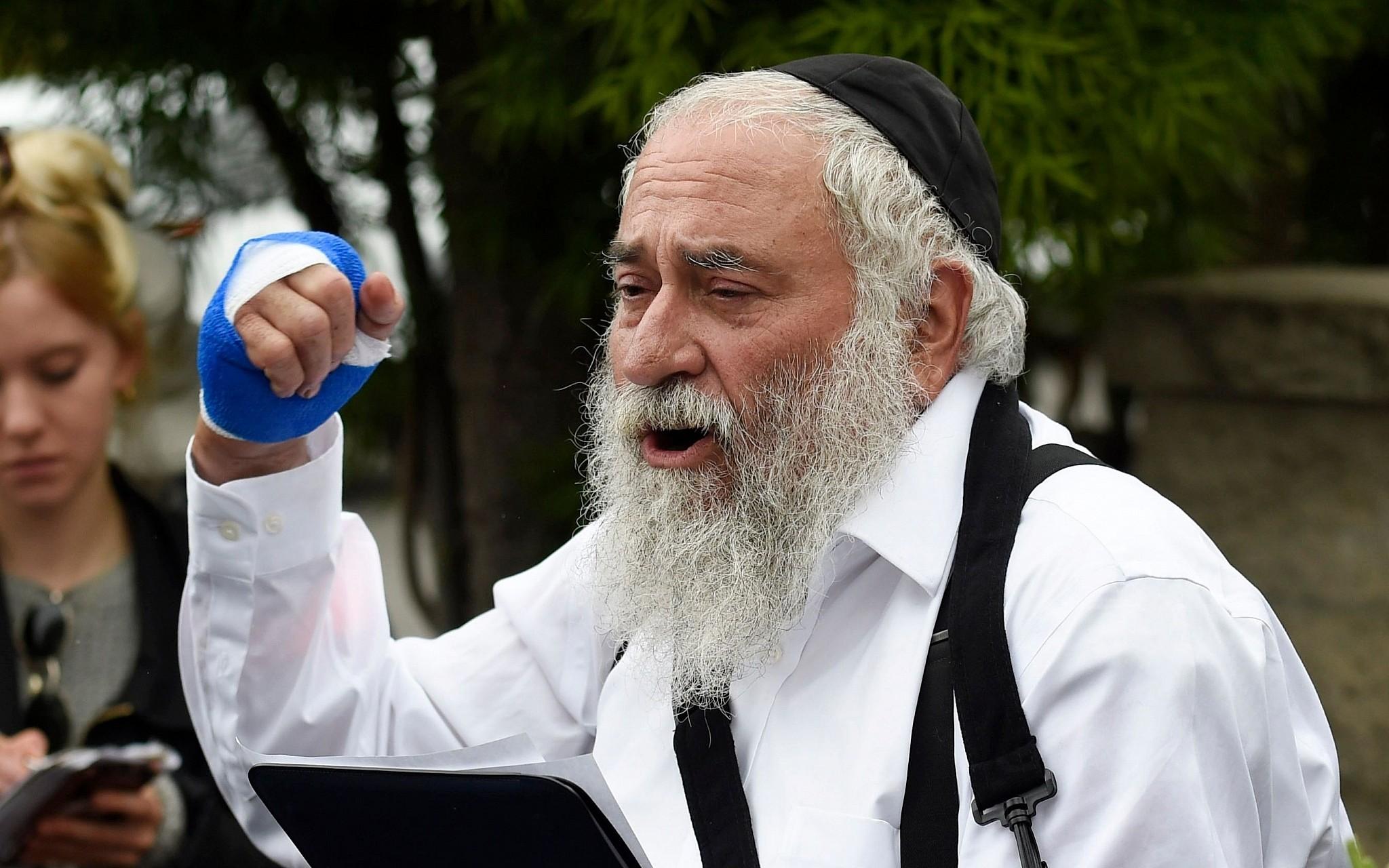 Rabbi-speaks-after-shooting-at-synagogue